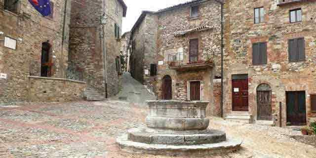 Tuscany: moving from Montepulciano to the Val d'Orcia Valley