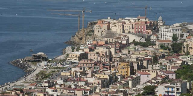 discover pozzuoli  its ancient roman monuments and volcanos