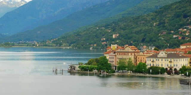 Walking along the amazing west shore of Lake Maggiore