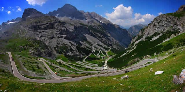 The best scenic road in Italy: the hairpins of Stelvio Pass