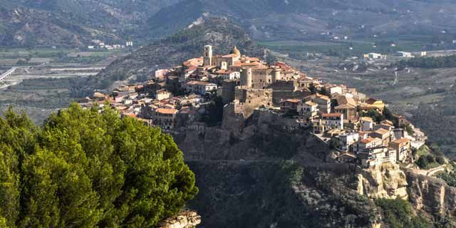 Visiting Calabria, from Crotone, Valli Cupe to Capo Colonna